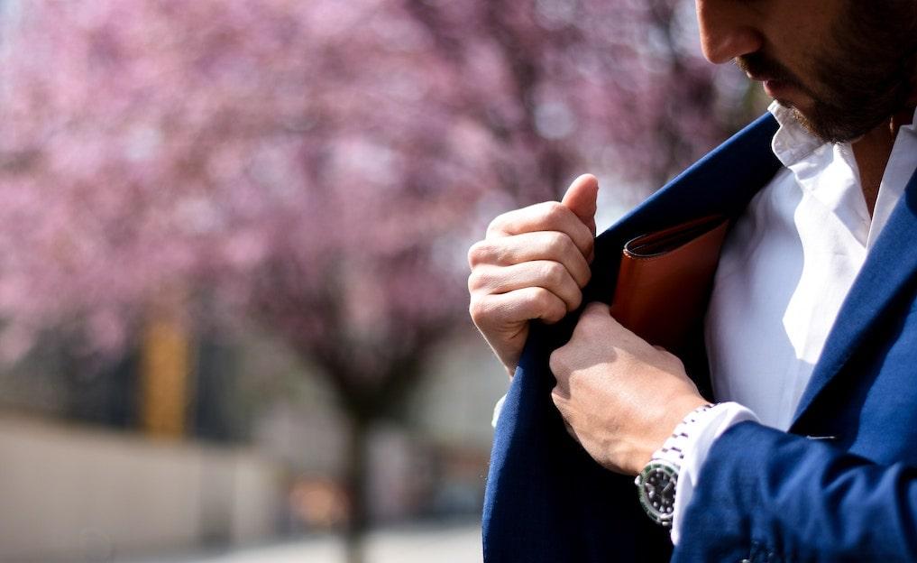 男は「長財布と二つ折り」どっち?モテる・大人な印象を口コミ集計