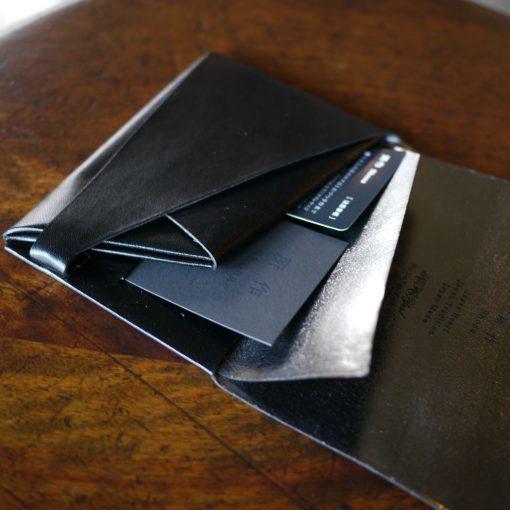 所作の二つ折り財布の機能性