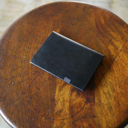 所作の二つ折り財布