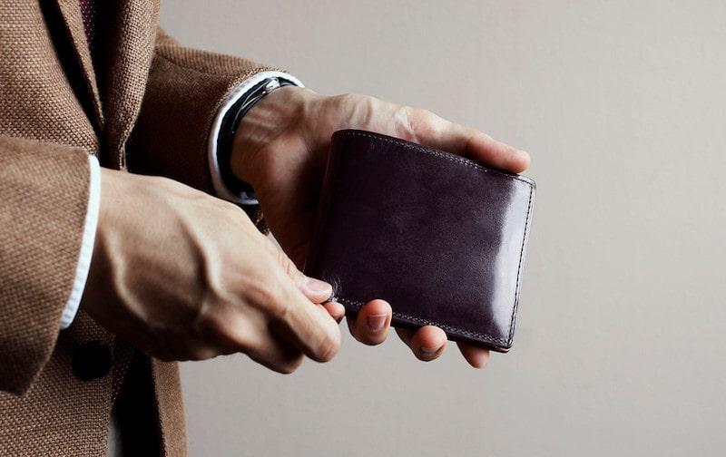 土屋鞄製造所の二つ折り財布のイメージ