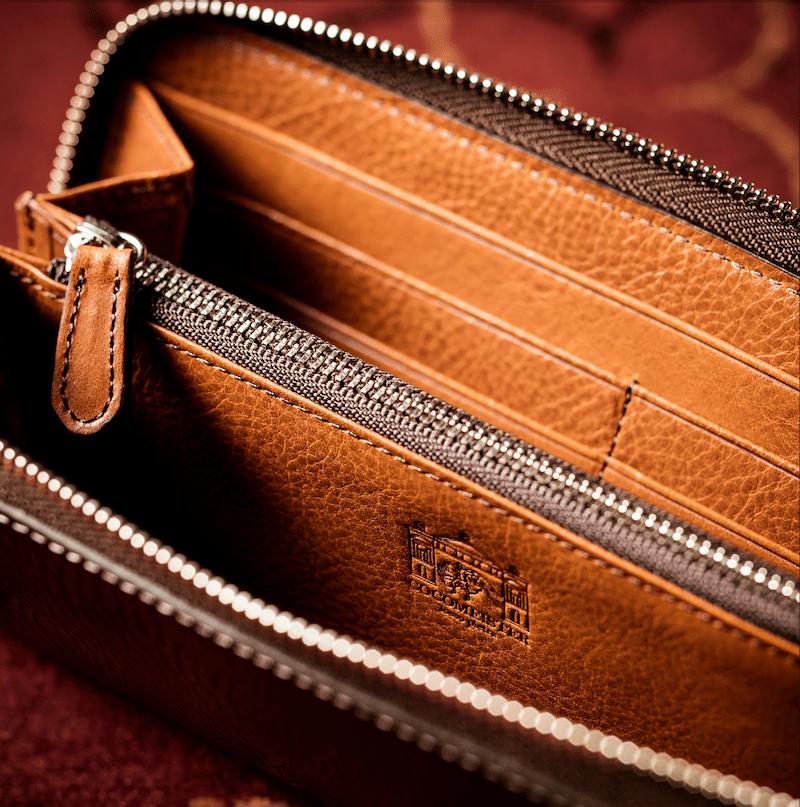 ココマイスター「ロッソピエトラ長財布」の内装の様子