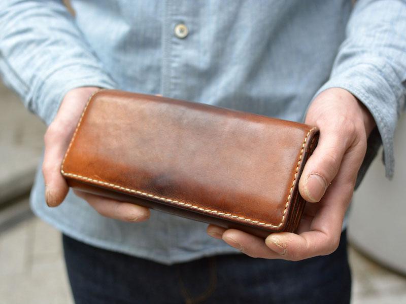 ヘルツの2万円台の革財布の経年変化