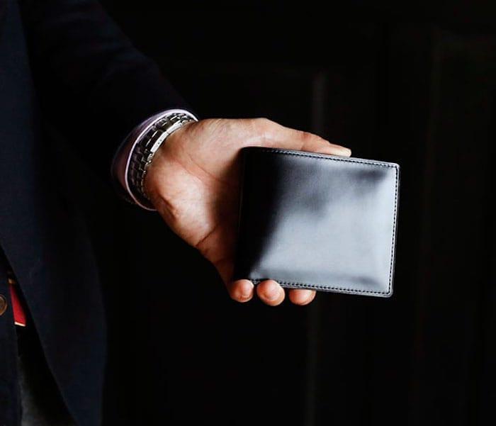 土屋鞄製造所のコードバン二つ折り財布