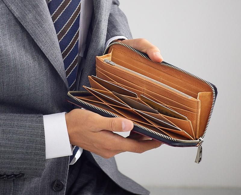 キプリスのコードバン長財布はハニーセルが特徴的
