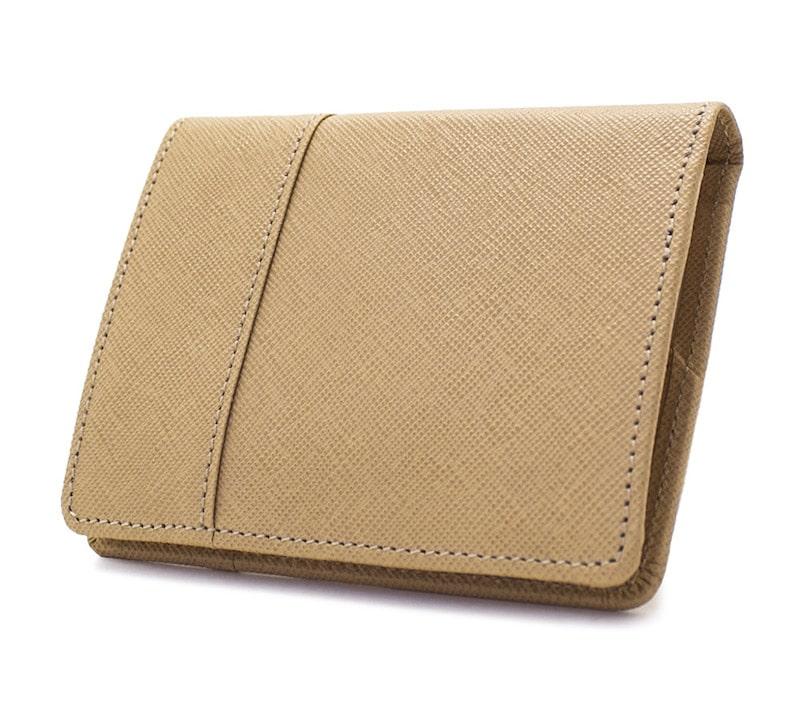 nagataniのレディース二つ折り財布はパーティーなどにも合う