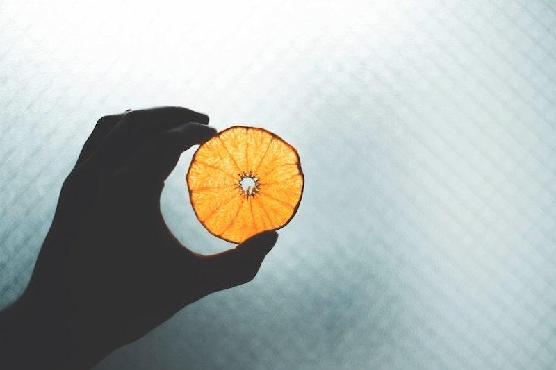 【オレンジ色】お金回りや出入りが活発になる