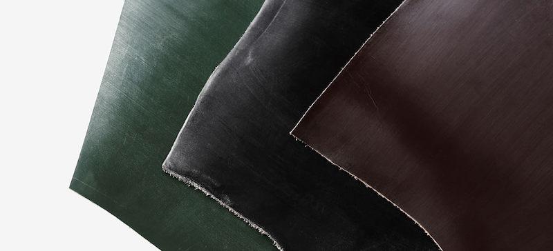 土屋鞄製造所ではJ&E セジュウィック社のブライドルレザーを使用