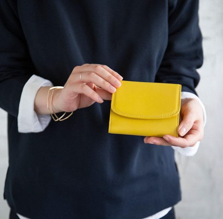 土屋鞄製造所のレディース向き二つ折り財布
