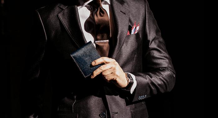 ココマイスターの二つ折り革財布