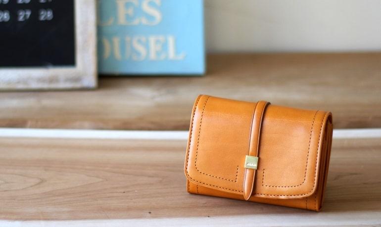 ダコタの10代〜20代向けのレディース二つ折り財布