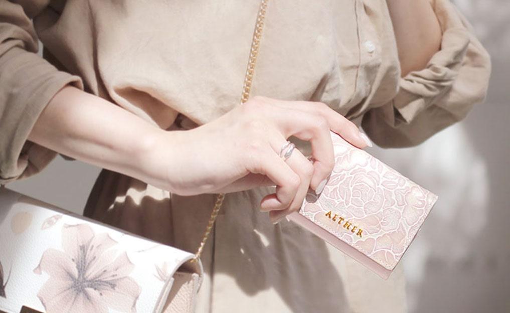 【レディースミニ財布10選】人気の本革ブランドでワンランク上のおしゃれを