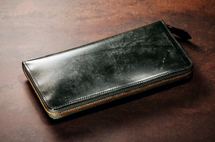ココマイスターのブライドル長財布