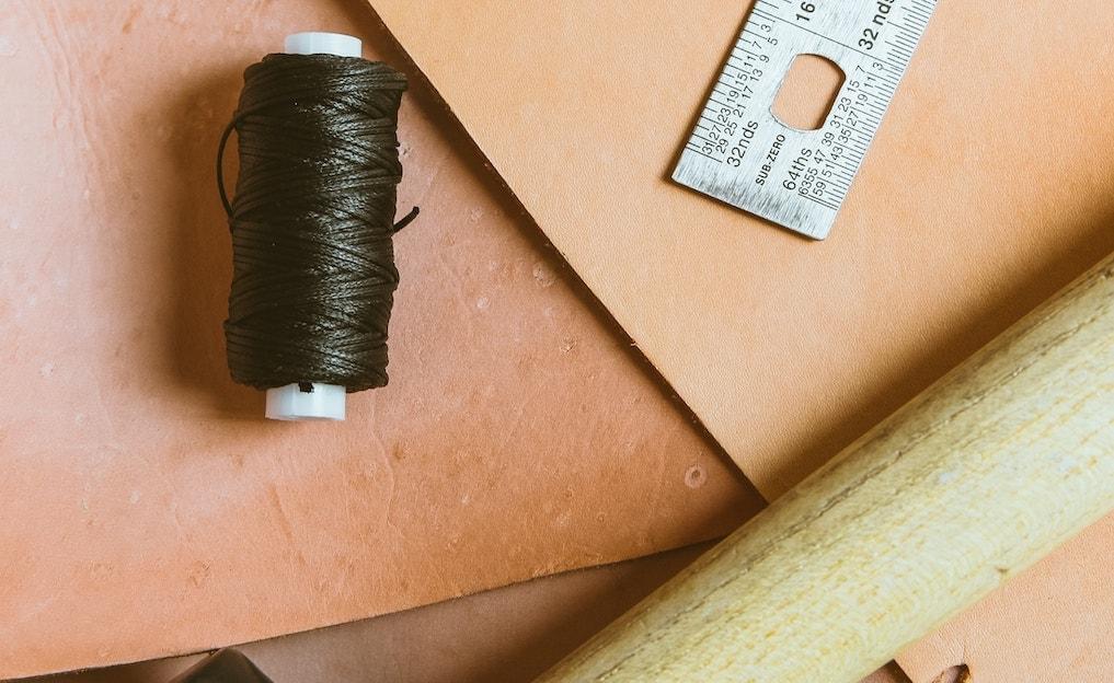 革財布の『ヌメ革』とは?エイジングを引き立てるコツや手入れ方法