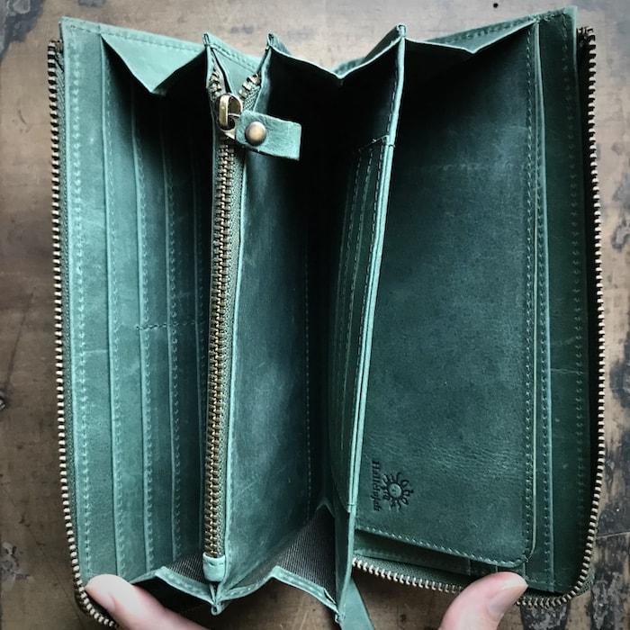 ハレルヤの長財布は大きく開く