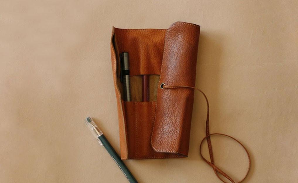 革製ペンケースのおすすめブランド10選。大人おしゃれな高級ペン入れ