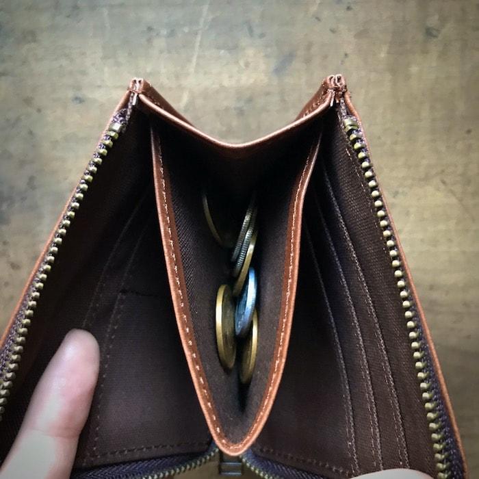 sliceのコンパクト財布の小銭入れの様子