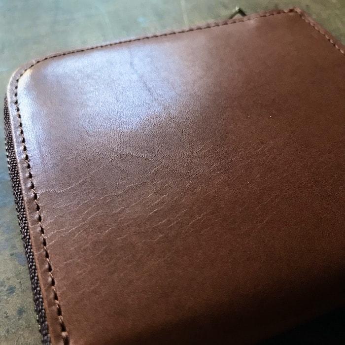 sliceのコンパクト財布にはシワが残っている