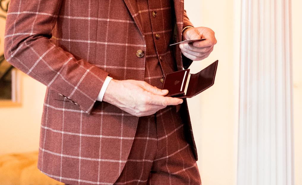 《革製の名刺入れ》メンズブランド9選。30〜40代に人気の日本製を厳選