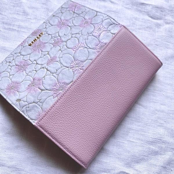 エーテルのかぶせ長財布の背面