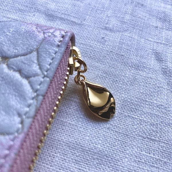エーテルの長財布のチャーム