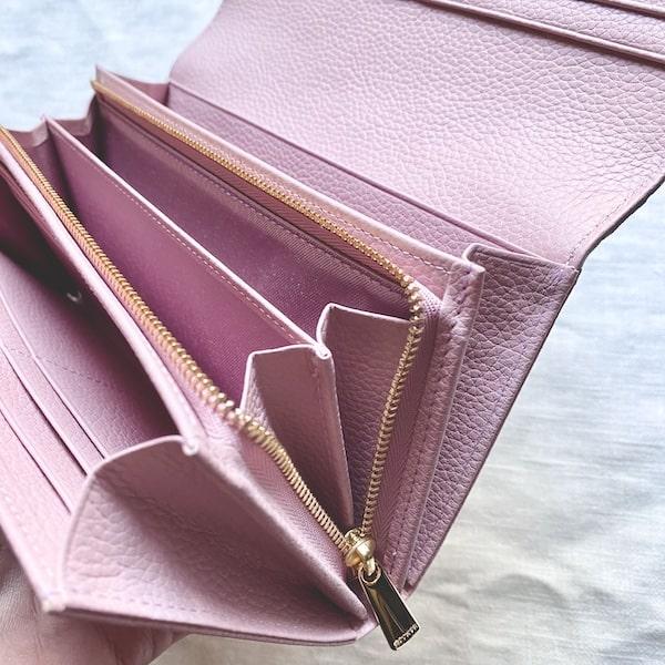 エーテルの長財布の小銭入れ部分はファスナーがサイドまで開く