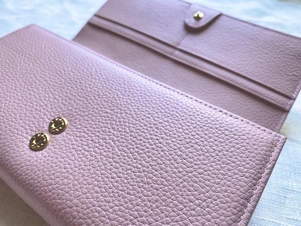 エーテルのサクラ長財布の内装の革の質感