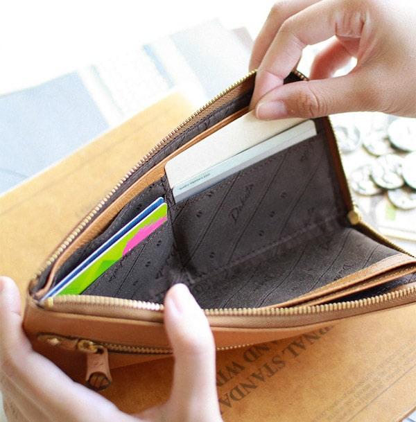 母の日ギフトにおすすめのダコタの財布のカード入れ部分