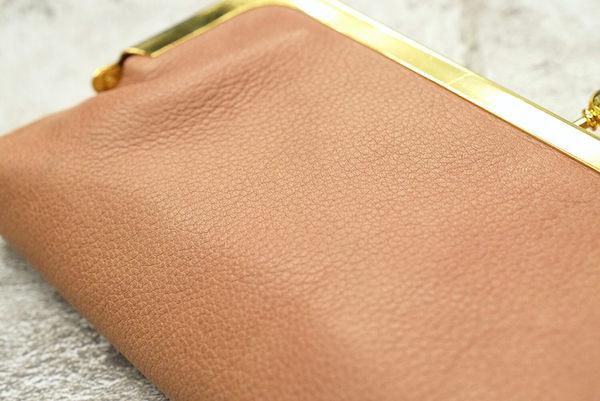 ハレルヤのレディースがま口財布の革の質感