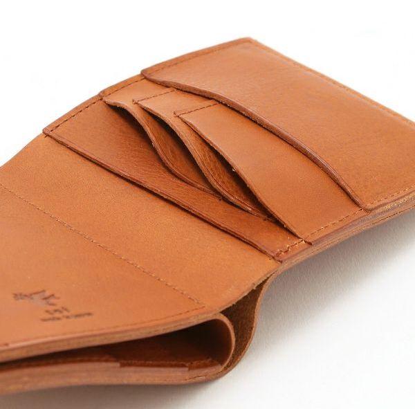 レディースにオススメのsot二つ折り革財布のカード入れ