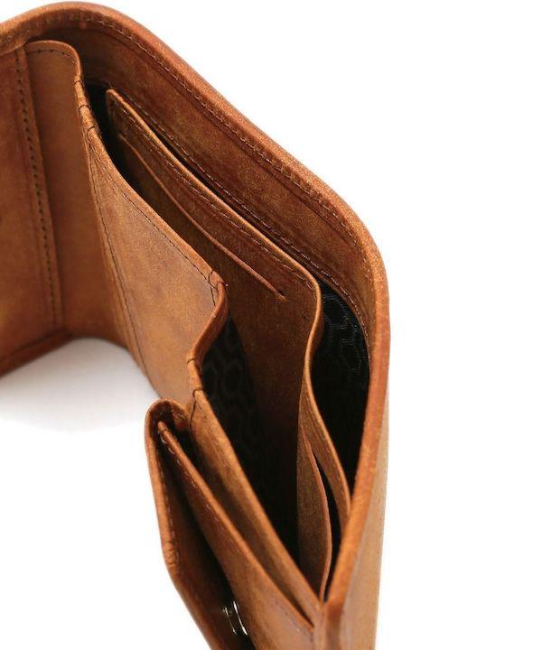 sotレディース三つ折り財布の札入れ部分