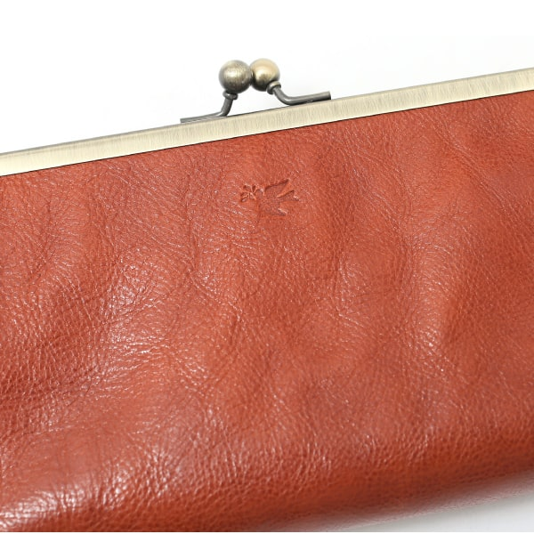 ソットのレディースがま口財布の革の質感