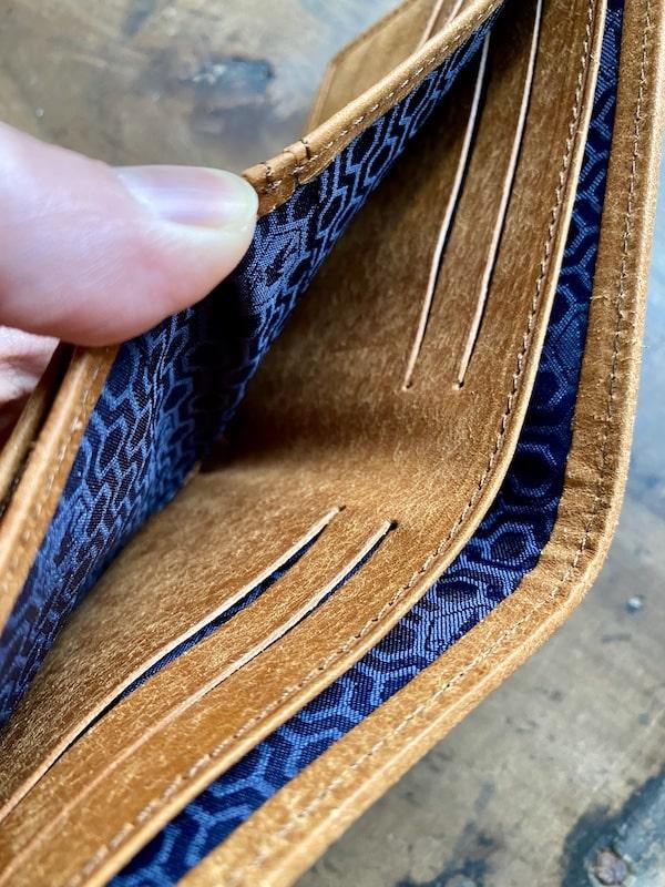 sotプエブロ二つ折り財布のカードポケット
