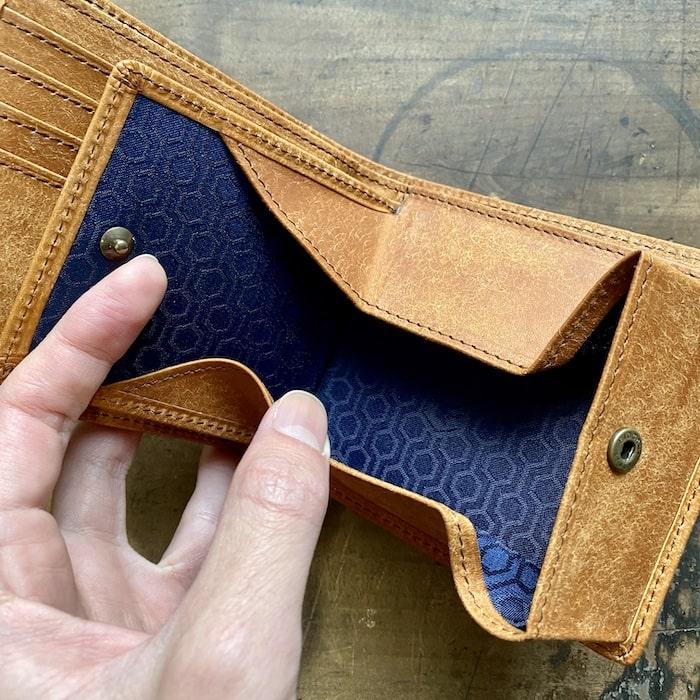 sotプエブロ二つ折り財布の小銭入れ