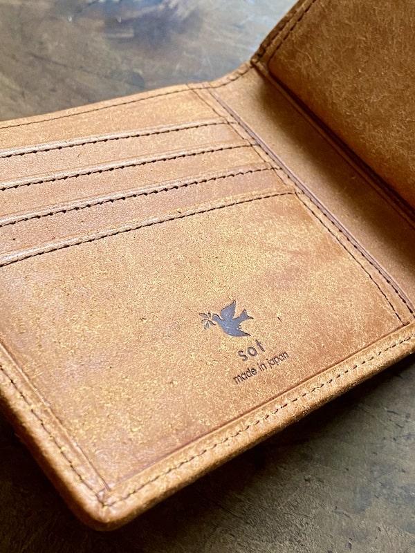 sotプエブロ二つ折り財布のロゴ