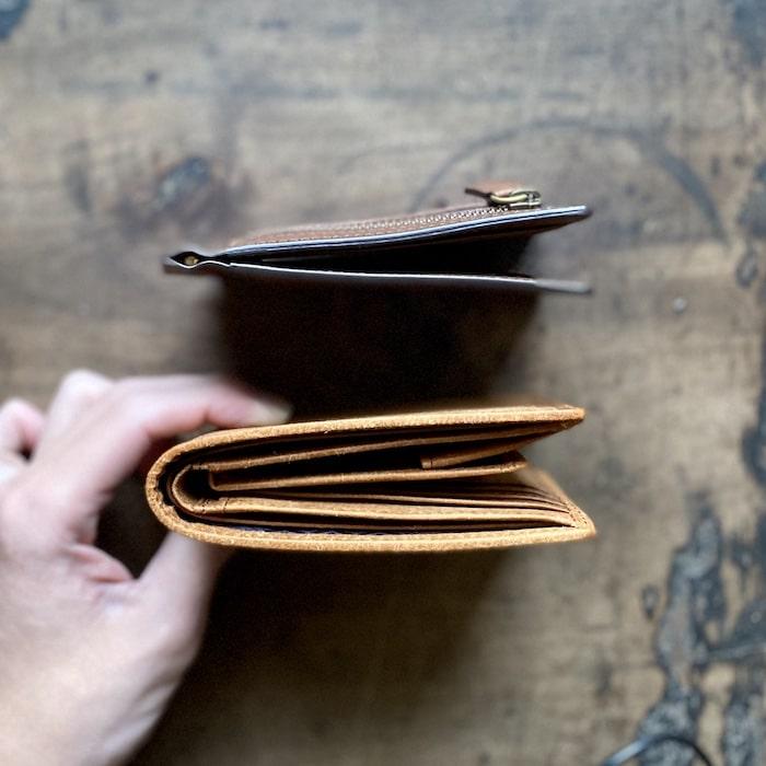 sotプエブロ二つ折り財布の薄さの比較