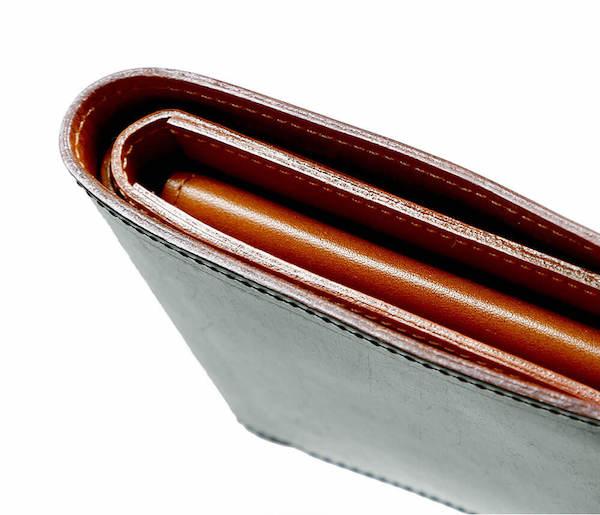 土屋鞄製造所のブライドル二折財布のコバ