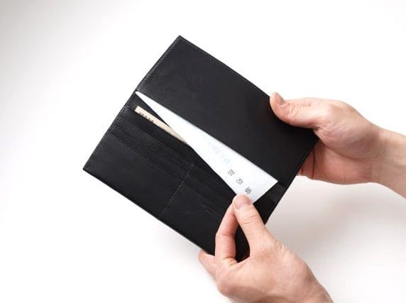 ビジネスレザーファクトリーの薄型長財布の使用例