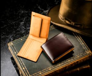 ココマイスターのコードバン二つ折り財布