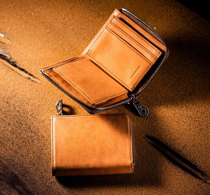 ココマイスターのカルドミラージュ二つ折り財布