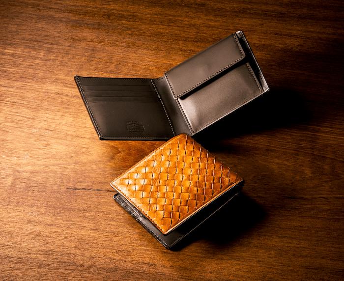 ココマイスターのポンテマットーネ二つ折り財布