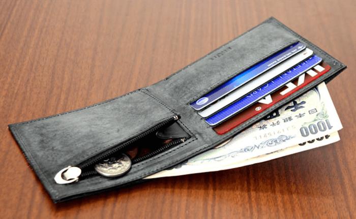 fruhの薄型二つ折り財布の内装