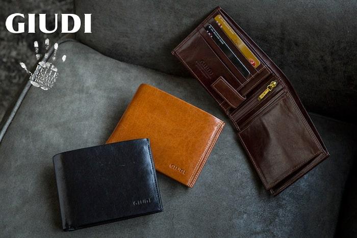 GIUDIの二つ折り財布