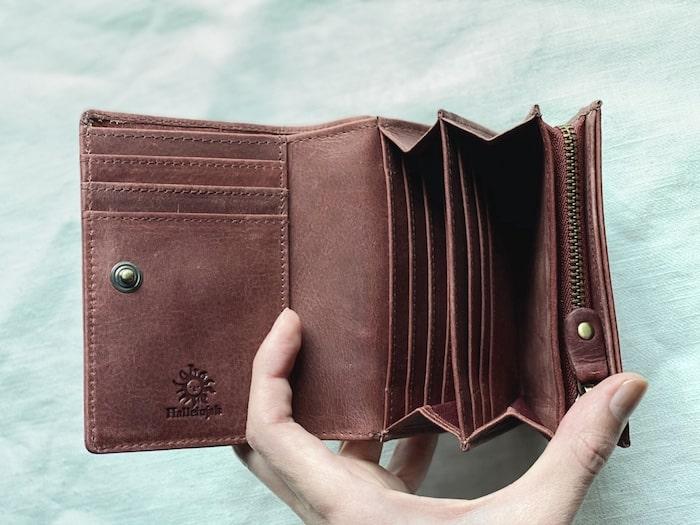hallelujah二つ折り財布はカード入れが豊富