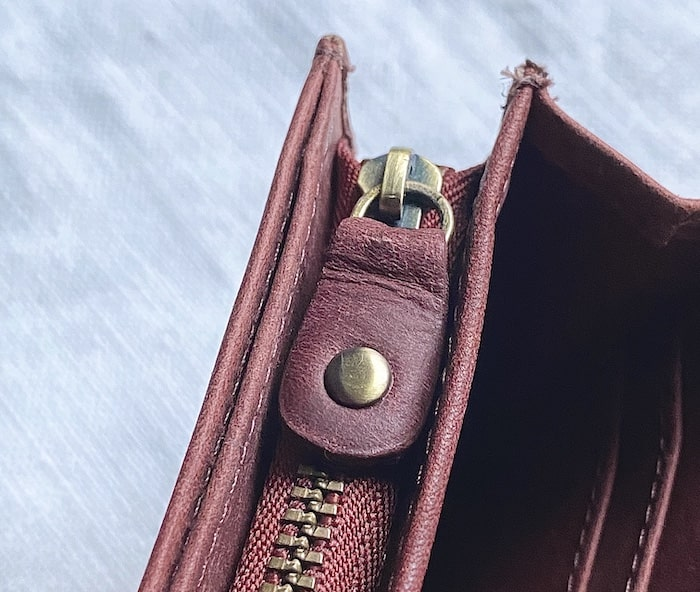 hallelujah二つ折り財布のファスナー部分