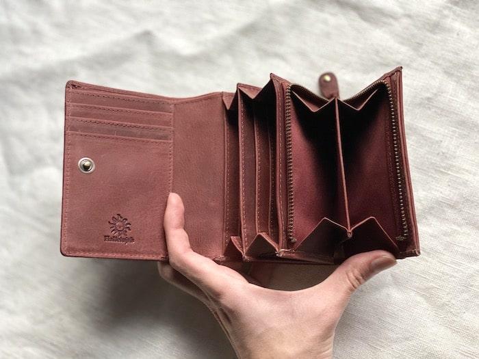 hallelujah二つ折り財布を開いた様子