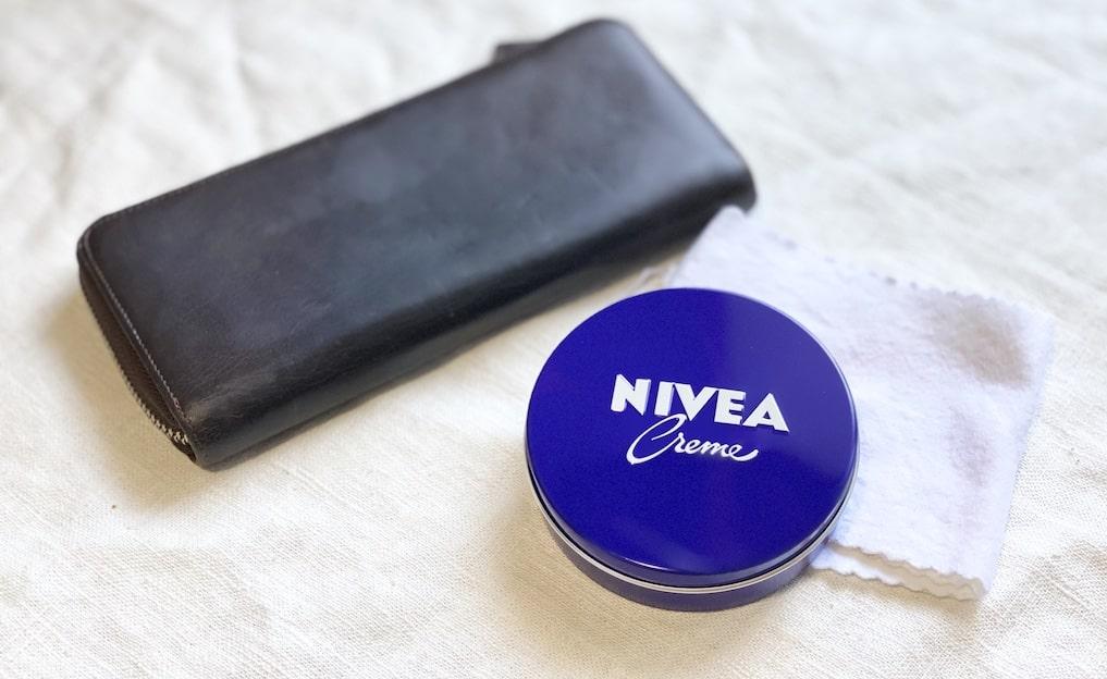 ニベアで革財布を手入れしてみた。ツヤ出しや保湿性を検証した結果…。
