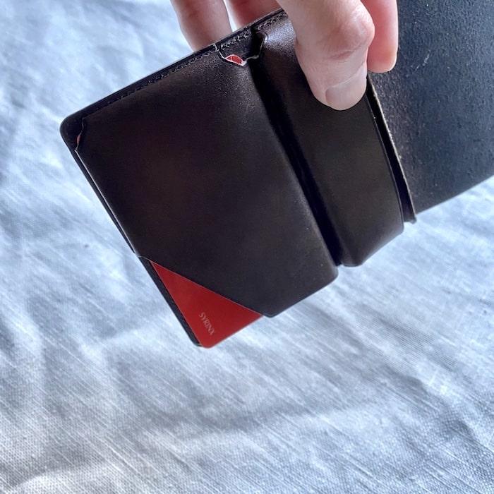 syrinx「HITOE FOLD」はカードがしっかりホールドされる