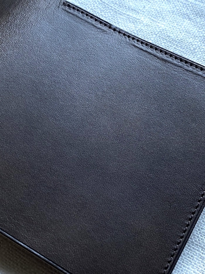 syrinx「HITOE FOLD」の革の質感