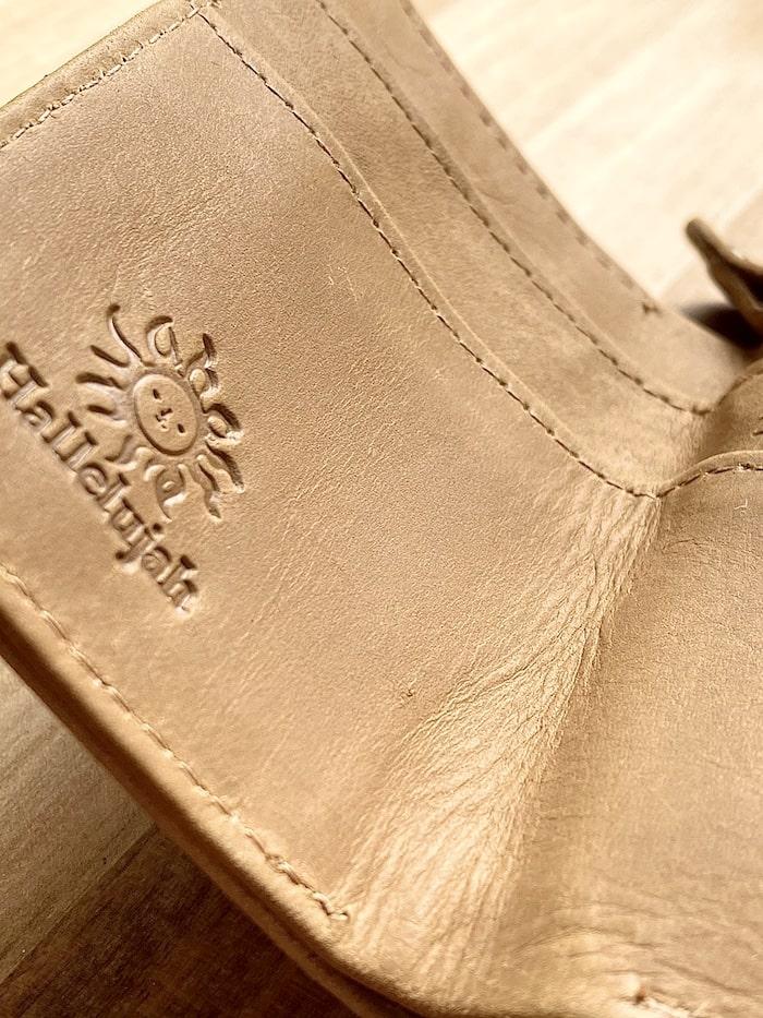 ハレルヤ「tinyミニ財布」の革の質感