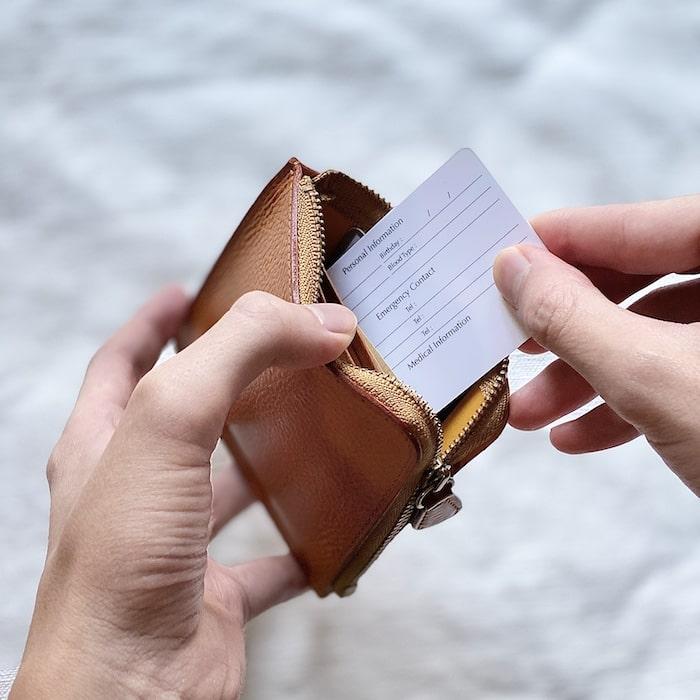 ganzo「ZIPパース」のカードの取り方